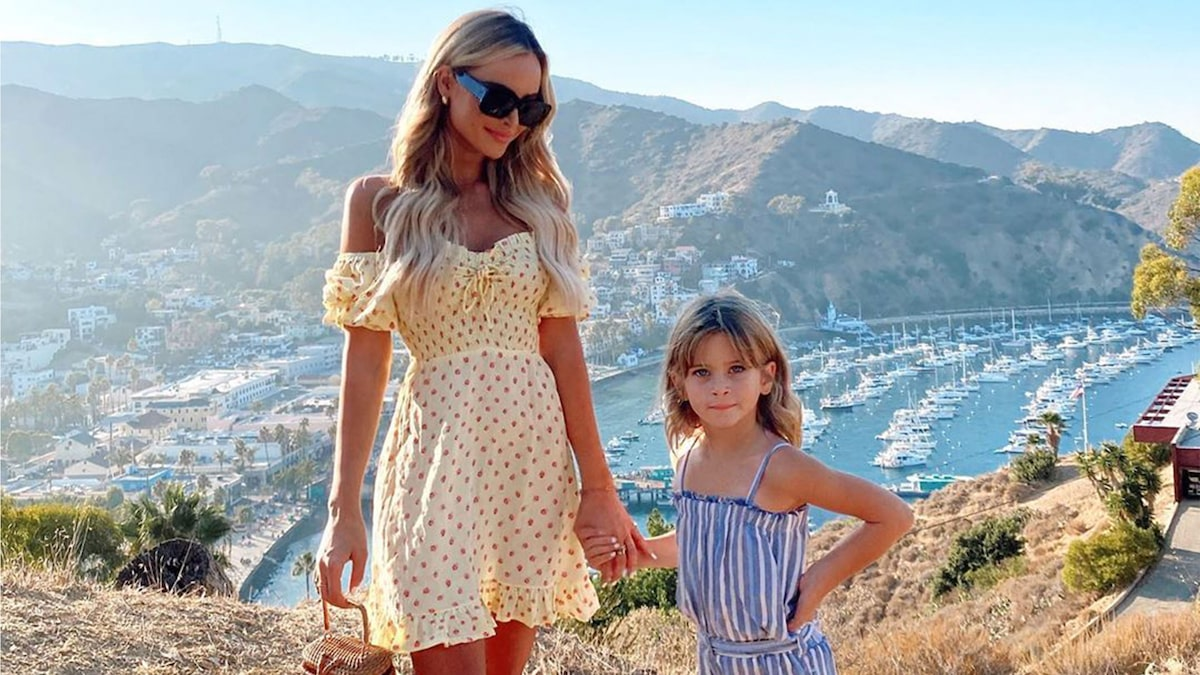 Amanda Stanton Takes Mini Beach Vacation with Her Daughters